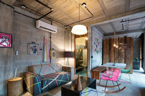 PLAZA PAPELILLO: Salas de estilo topical por MORADA CUATRO