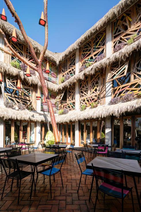 PLAZA PAPELILLO: Terrazas de estilo  por MORADA CUATRO