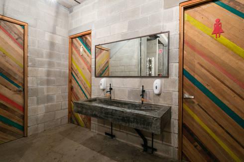 PLAZA PAPELILLO: Baños de estilo  por MORADA CUATRO
