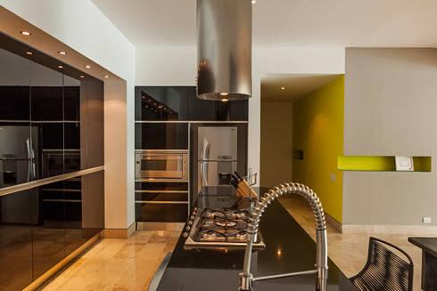 AVALON: Cocinas de estilo moderno por MORADA CUATRO