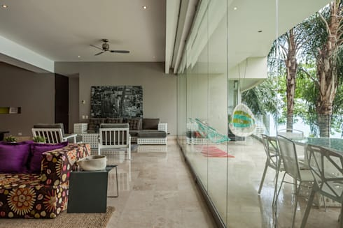 AVALON: Salas de estilo moderno por MORADA CUATRO