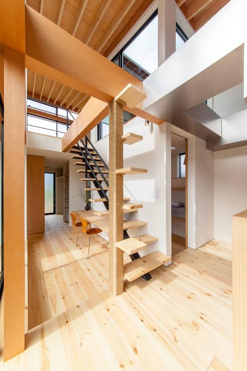 Projekty,  Pokój multimedialny zaprojektowane przez STaD(株式会社鈴木貴博建築設計事務所)