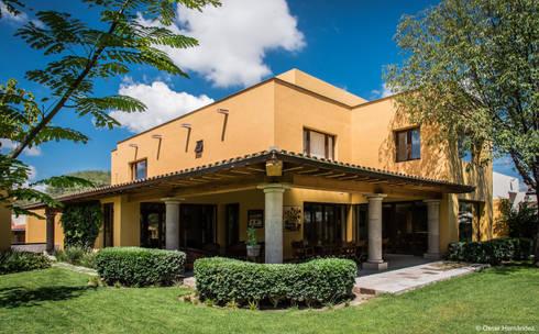 CASA HACIENDA / ASPE ARQUITECTOS :  de estilo  por Oscar Hernández - Fotografía de Arquitectura