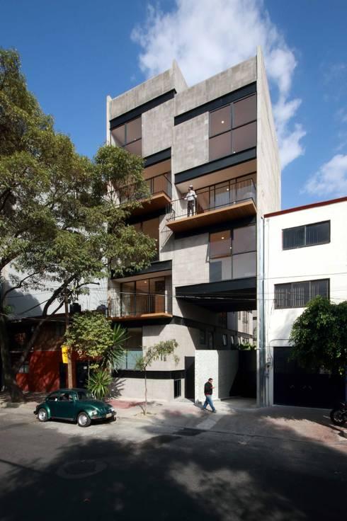 Fachada Principal: Casas de estilo moderno por Wolff Arquitectura