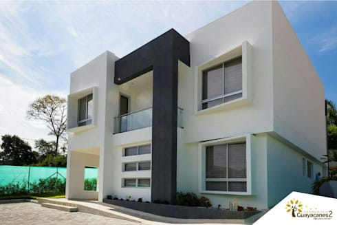Condominio Guayacanes 2: Casas de estilo moderno por O11ceStudio