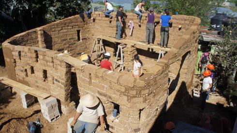Zinacantan - Programa VACA / Juan Carlos Loyo Arquitectura: Casas de estilo colonial por Juan Carlos Loyo Arquitectura