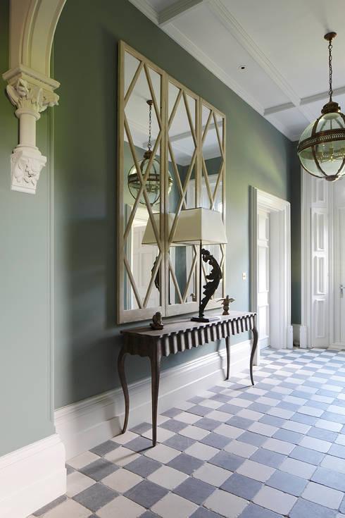 Pasillos, vestíbulos y escaleras  de estilo  por MN Design