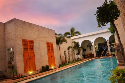 Casa 56: Albercas de estilo colonial por Workshop, diseño y construcción