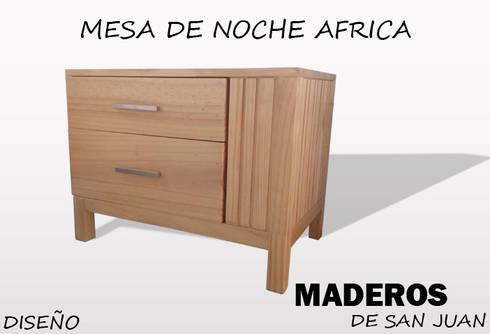 Mesa de noche africa: Dormitorios de estilo  por Maderos de san juan