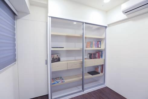 PURE‧乾淨而純粹 :  書房/辦公室 by 微自然室內裝修設計有限公司