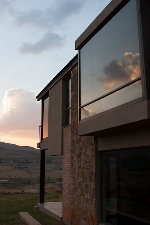 Walkersons House: rustic Houses by Urban Habitat Architects
