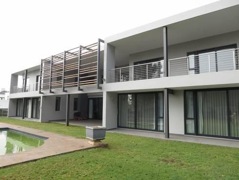 House Moosa: modern Houses by Urban Habitat Architects