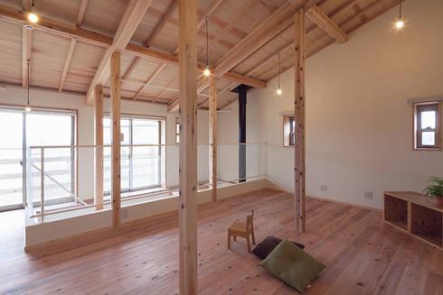 用途レイアウトは自由自在の2階フロア: 株式会社 建築工房零が手掛けた和室です。