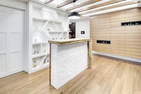 新莊-明日城:  餐廳 by 唯創空間設計公司