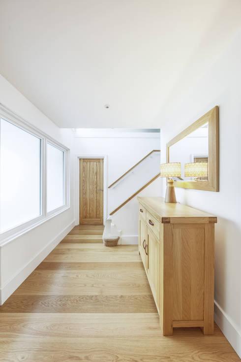 Poplar Road:  Corridor & hallway by Adam Knibb Architects