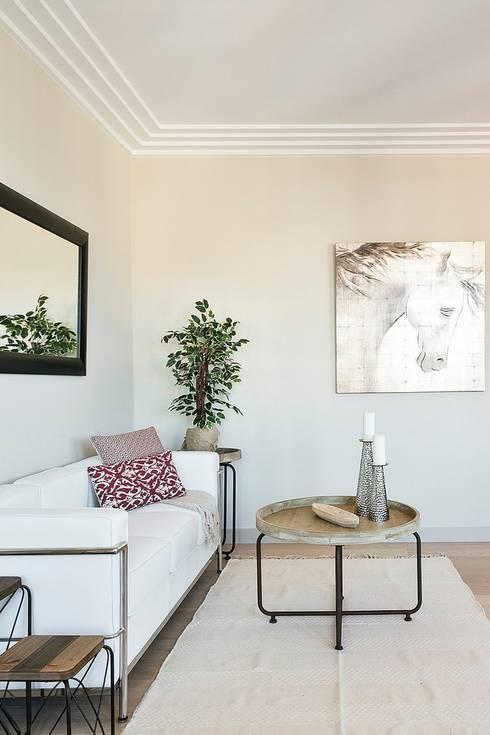 Salas / recibidores de estilo  por Markham Stagers