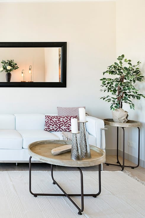 modern Living room by Markham Stagers