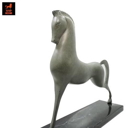 รูปปั้นทองเหลืองรูปม้ายืนสองขาสไตล์ Art Deco พร้อมหินอ่อน:   by 1STEP DECOR