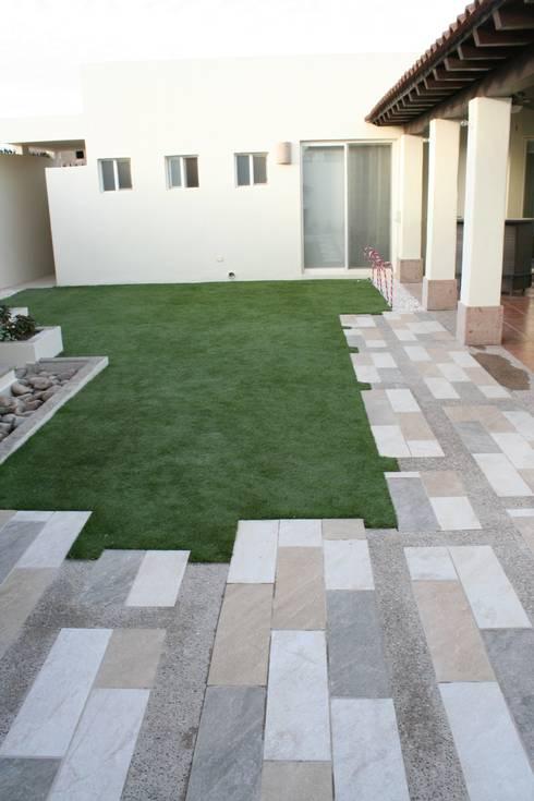 Jardines de estilo  por Daniel Teyechea, Arquitectura & Construccion
