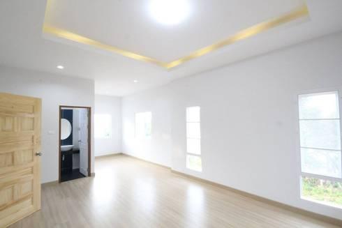 บ้านพักอาศัย ชั้นครึ่ง แนวโมเดิร์นทรอปิกคอล:   by Home Design Brand