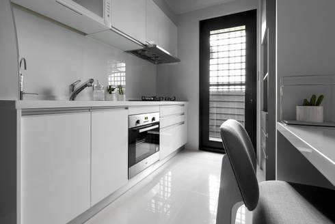 青年99成家專案─美式簡約:  廚房 by 磨設計