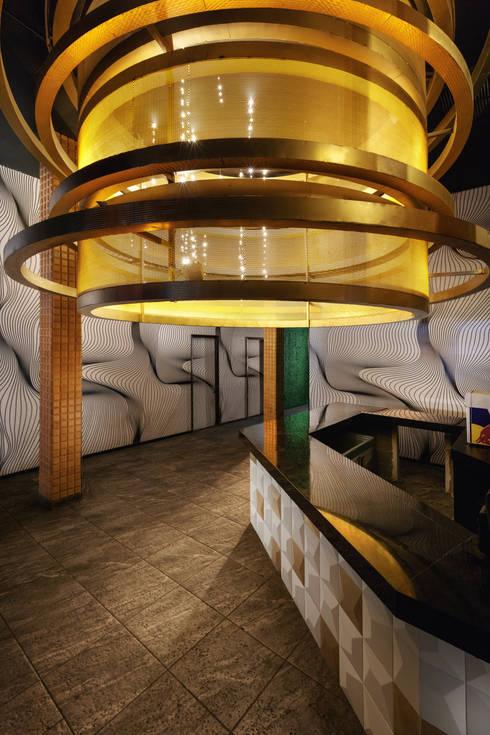 LIGHT nightclub: Bares y discotecas de estilo  por TAMEN arquitectura