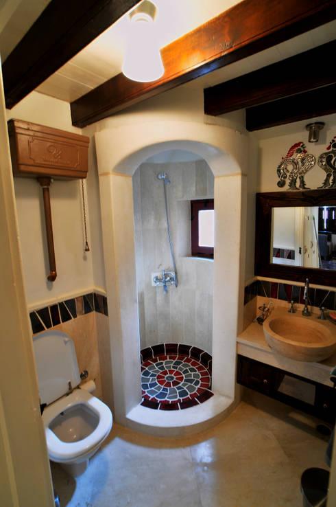 Ebru Erol Mimarlık Atölyesi – YARBASAN TAŞ EVLERİ:  tarz Banyo