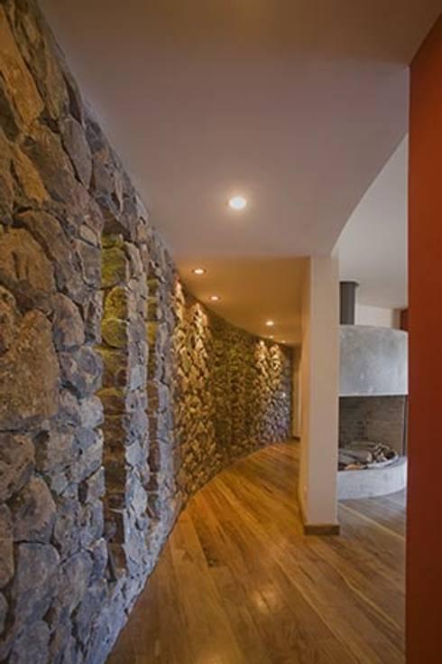 Dormitorios de estilo moderno por Sidoni&Asoc