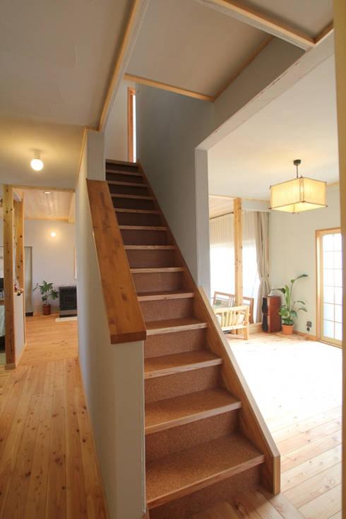 リビングに取り込んだ階段: 株式会社 建築工房零が手掛けたです。