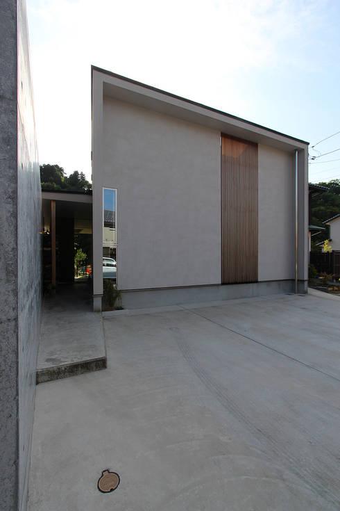 Houses by MAG + 宮徹也建築計画