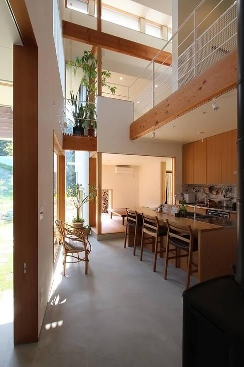 Kitchen by MAG + 宮徹也建築計画