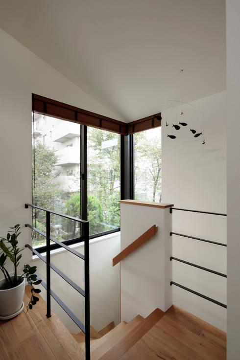 Corridor, hallway by 株式会社Fit建築設計事務所