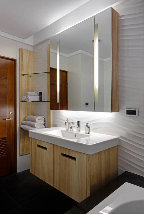 Light House- 舊屋翻新:  浴室 by 光島室內設計