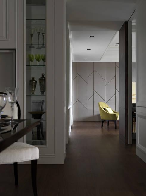 英式古典情挑:  走廊 & 玄關 by 大荷室內裝修設計工程有限公司