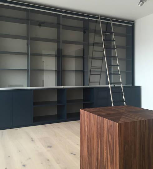 Bibliothek: moderne Arbeitszimmer von angela liarikos architecture + design