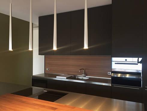 Küche: moderne Küche von angela liarikos architecture + design