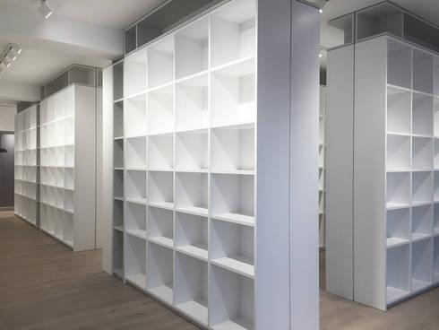 Bibliothek:  Geschäftsräume & Stores von angela liarikos architecture + design