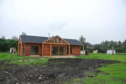Casa en Talagante: Casas de estilo rural por AtelierStudio
