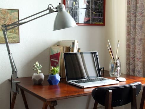 Keli / eco-vase: Casa  por HR Design Studio