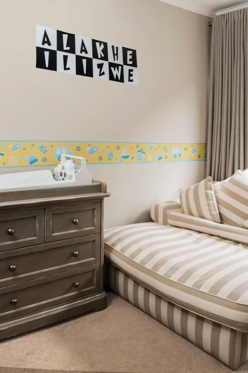 Nursery : minimalistic Nursery/kid's room by Blaque Pearl Lifestyle
