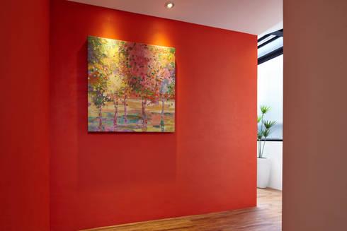 光影交錯的穿透樓梯,屬於都會的樂活休閒宅:  走廊 & 玄關 by 合觀設計