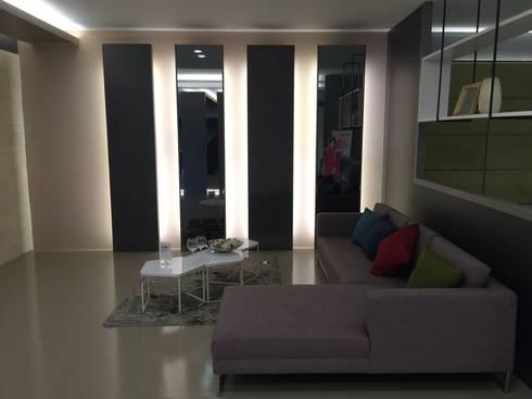 系統展示空間設計規劃:  客廳 by 延伸建築 室內設計 EXTENSION DESIGN STUDIO