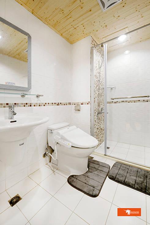天御-林公館:  浴室 by Unicorn Design