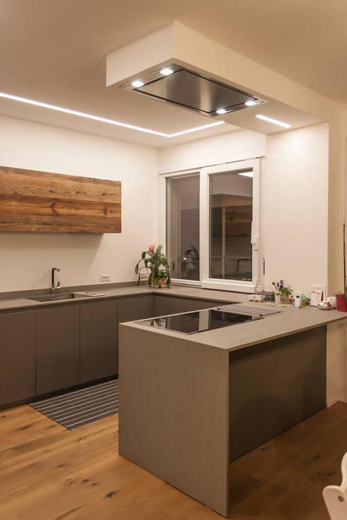 Cuisine de style de style Minimaliste par Architettura & Interior Design 'Officina Archetipo'