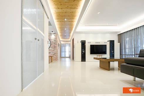 璞玉-Salim's House:  走廊 & 玄關 by Unicorn Design