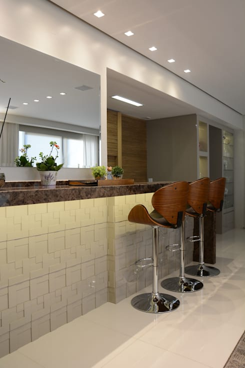 Salas de estilo  por Carolina Burin Arquitetura Ltda
