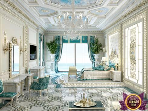Palatial  bedroom design of Katrina Antonovich: classic Bedroom by Luxury Antonovich Design