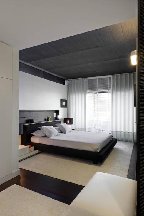 minimalistic Bedroom by AROSO MACHADO