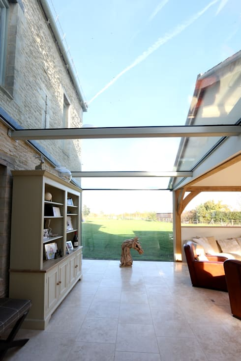Green Barn:  Conservatory by IQ Glass UK