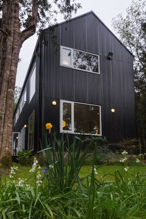 HP HOUSE: Casas de estilo escandinavo por Moraga Höpfner Arquitectos